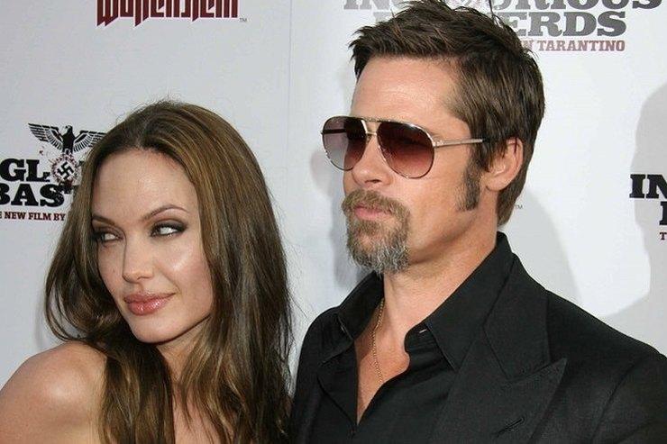 Брэд Питт намерен раскрыть настоящее лицо Анджелины Джоли всему миру