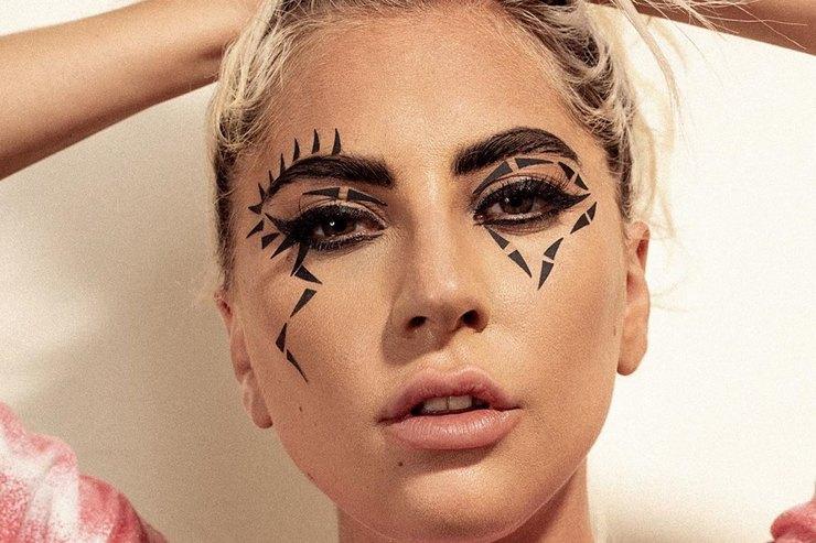 Леди Гага вультраоткровенном наряде превратилась всказочную единорожку