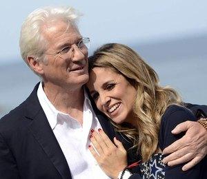 35-летняя Алехандра Сильва родила сына от 69-летнего Ричарда Гира