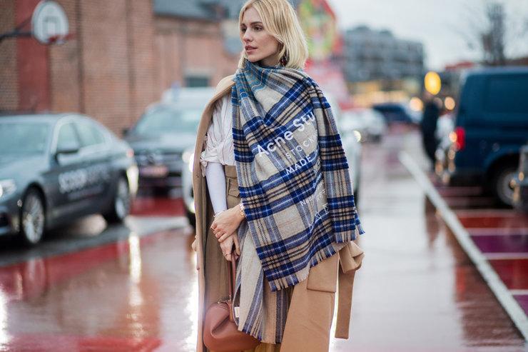 Обернуть или отпустить: как небанально носить шарф вхолода