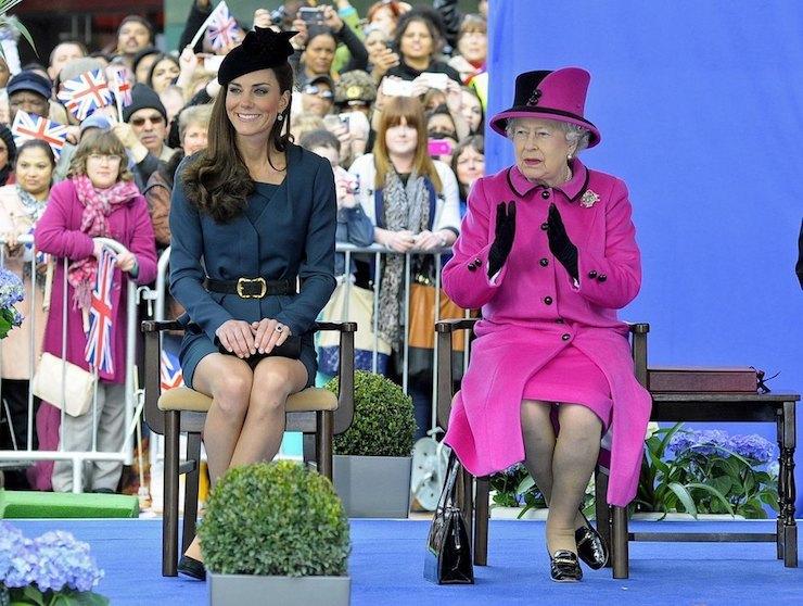 Кейт Мидлтон иЕлизавета II в2012 году