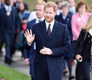 Принц Гарри прилетел в Бирмингем без Меган Маркл