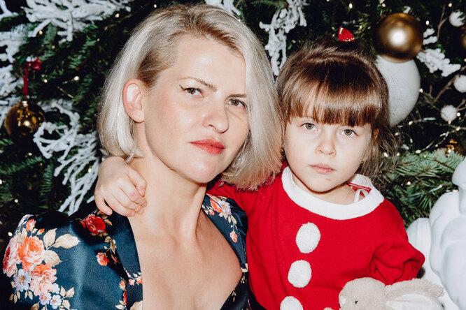 Полина Киценко идругие звезды привели детей натрадиционную ёлку Cartier