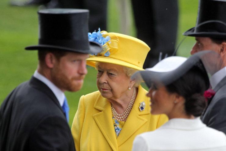 Принц Гарри, Елизавета II иМеган Маркл