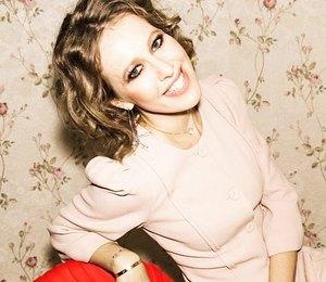 Ксения Собчак в пудровом платье миди посетила показ Ulyana Sergeenko