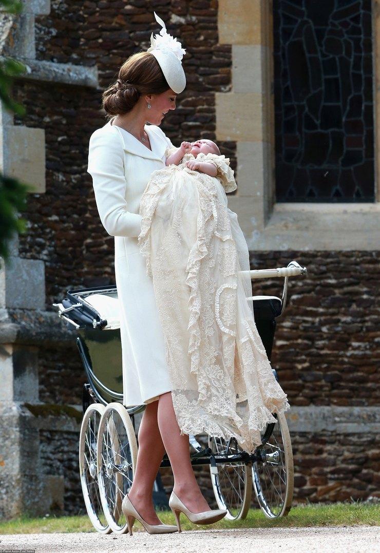 Кейт Миддлтон накрестинах принцессы Шарлотты