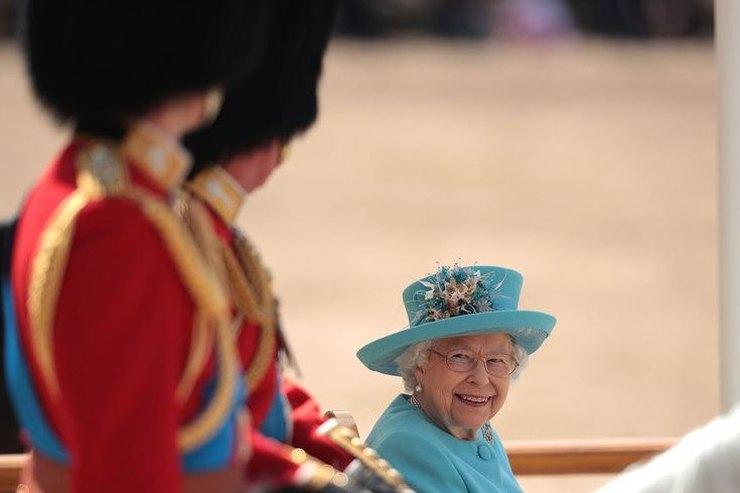 10 фотодоказательств, что Елизавета II непросто королева, а любящая бабушка