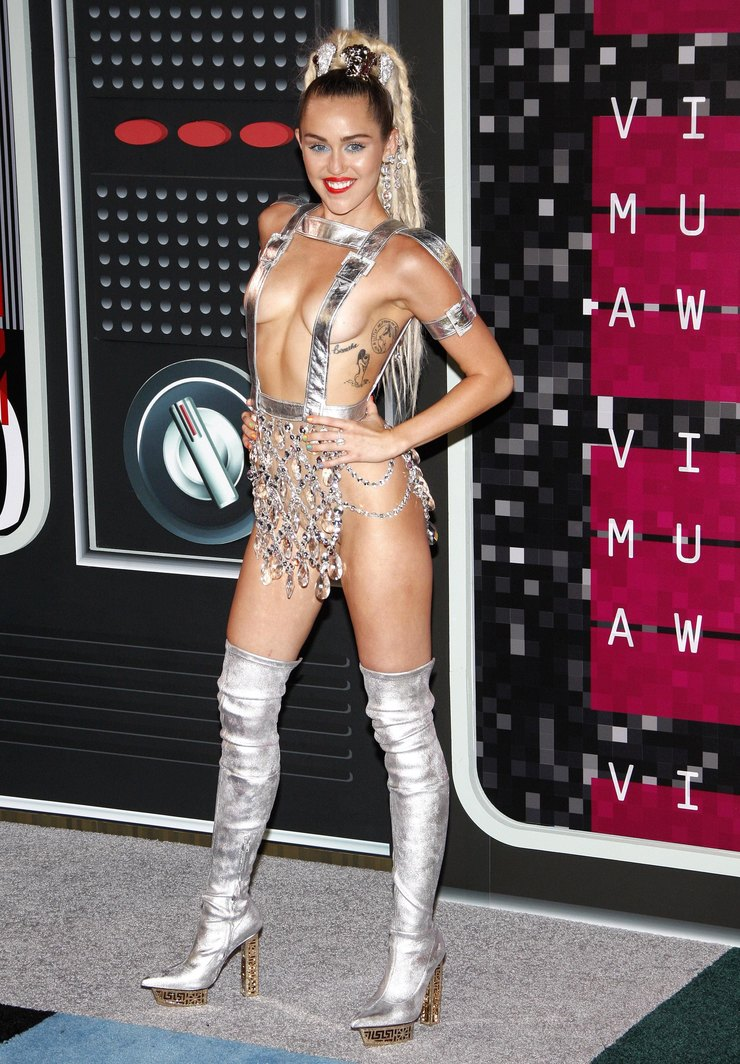 Майли Сайрус напремии MTV Music Awards 2015 год