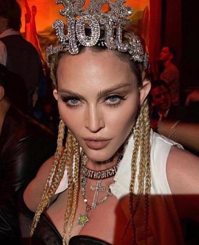 Мадонна с короной