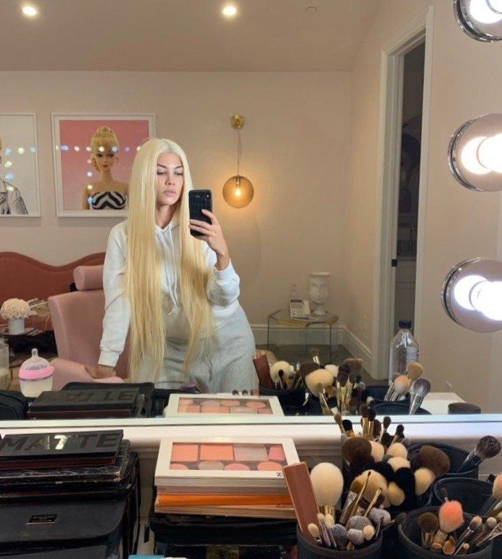 Кортни Кардашьян стала блондинкой