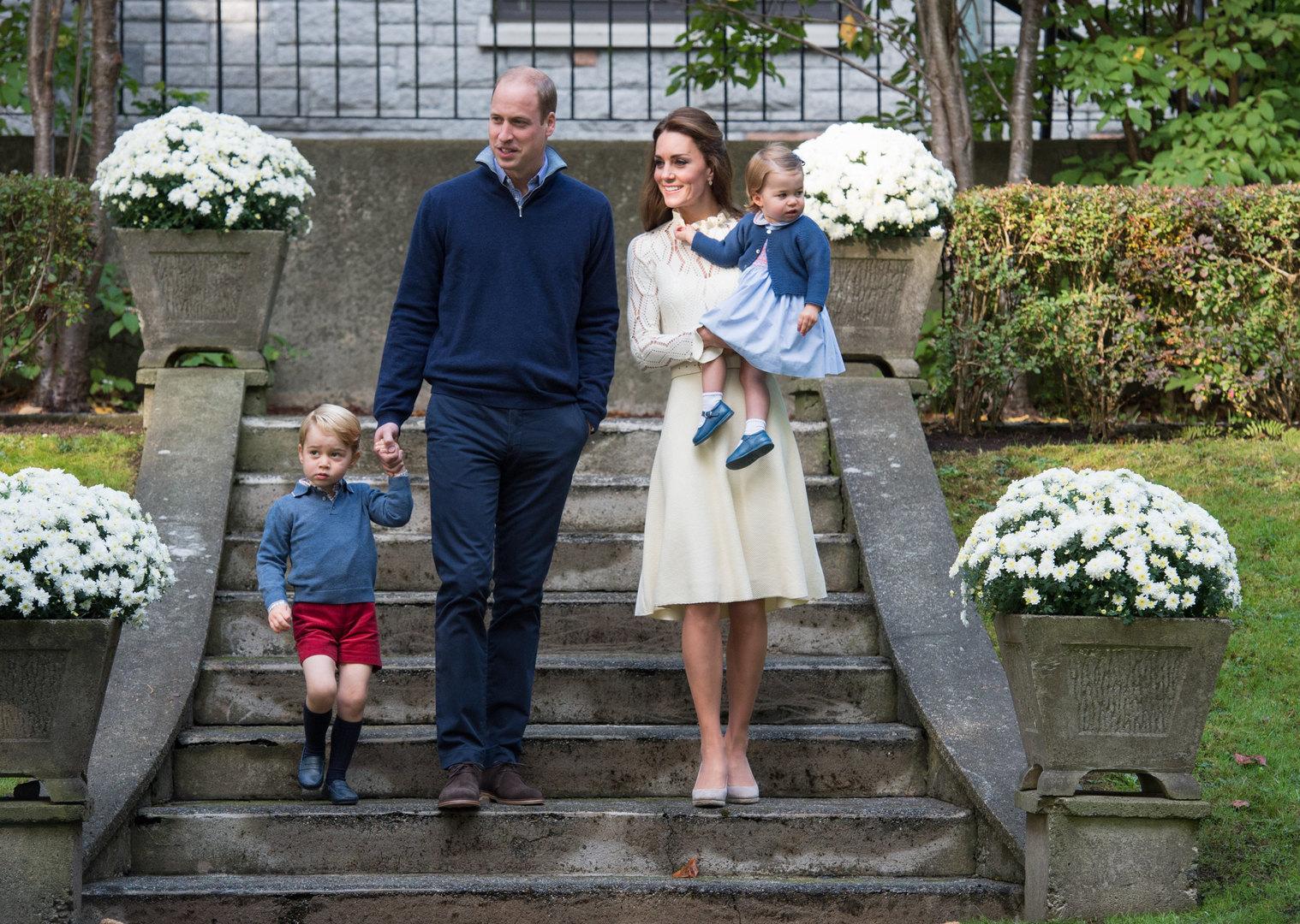 Принц Уильям иКейт Миддлтон ссыном Джорджем идочерью Шарлоттой