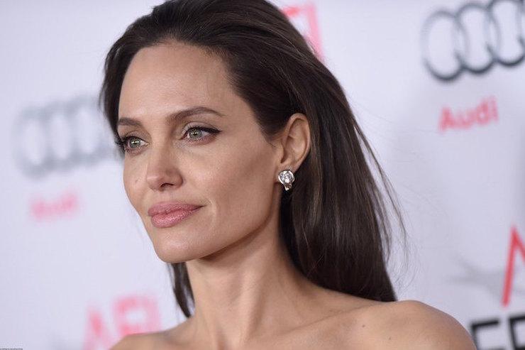 Ушла вминус: кошелек Анджелины Джоли трещит пошвам из-за непомерных трат