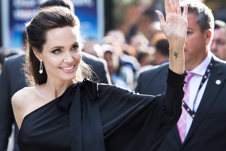 Волшебный дождь ибелая пудра: раскрыты секреты сияющей кожи Анджелины Джоли