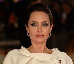 СМИ: Анджелина Джоли пыталась спасти свой брак с помощью мистических татуировок