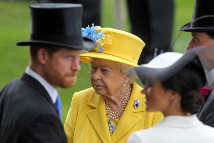 Меган Маркл ипринц Гарри намеренно пропустят вечеринку, которую Елизавета II устроит засвой счет