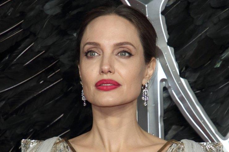 Анджелину Джоли срочно эвакуировали из-за угрозы взрыва во время съемок