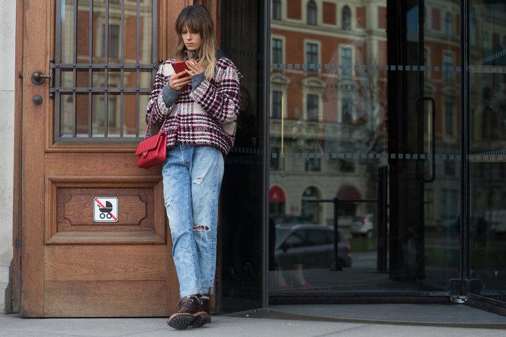 Как носить модные джинсы-бойфренды зимой, чтобы неказаться полнее: 5 способов