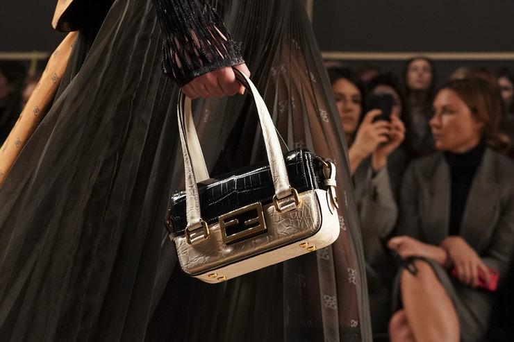 Где купить недорогую альтернативу самой модной сумки сезона отFendi