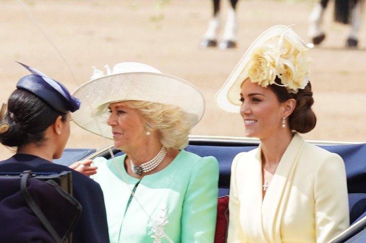 Вторая жена принца Чарльза пыталась помешать роману Уильяма иКейт Миддлтон