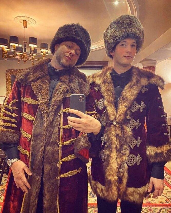 Дерек Бласберг с другом