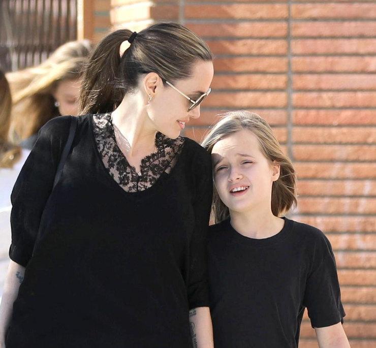 Анджелина Джоли сдочерью Вивьен