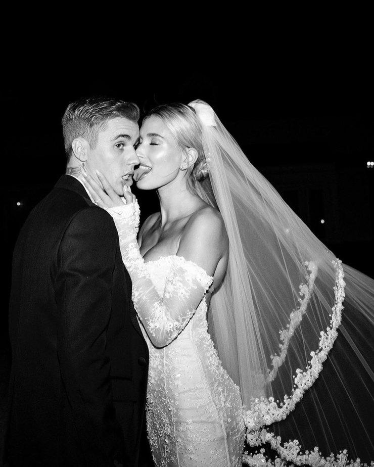 Хейли Бибер показала новые снимки со свадьбы