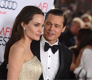 «Она еле сдерживает слезы»: Инсайдеры об отношении Анджелины Джоли к Брэду Питту
