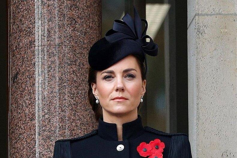 В элегантном голубом пальто Кейт Миддлтон выглядит как настоящая королева