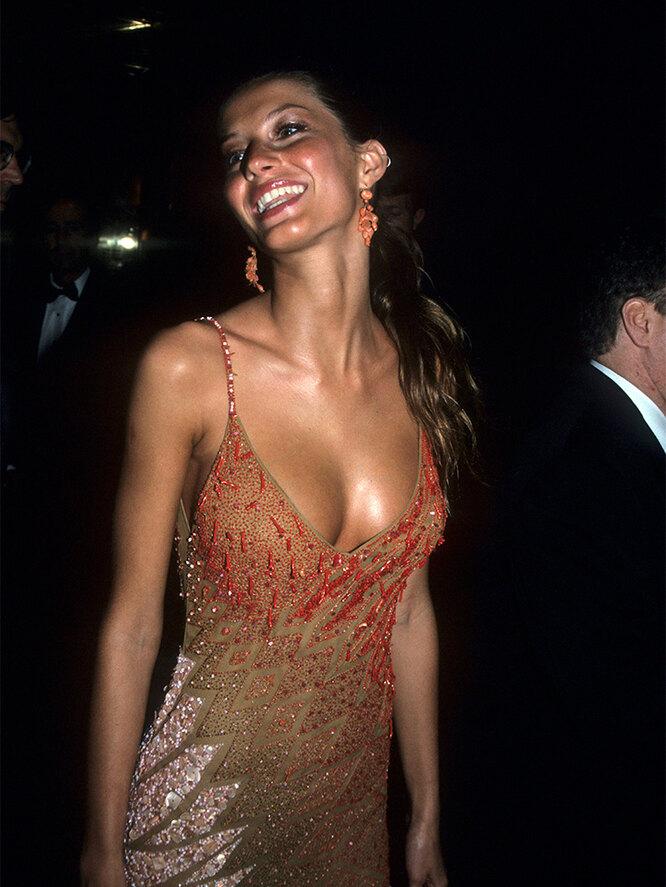 Жизель Бюндхен на Met Gala, 1995 год
