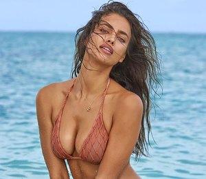 Ирина Шейк стала лучшей моделью купальников вмире