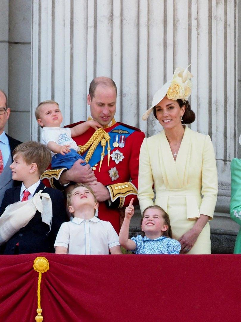 Принц Уильям иКейт Миддлтон ссыновьями - принцами Луи иДжорджем, идочерью принцессой Шарлоттой