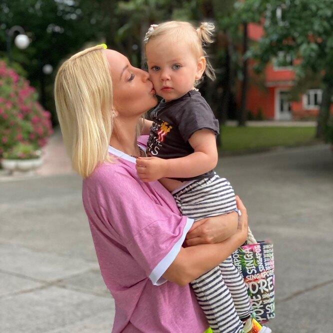 Лера Кудрявцева с дочкой
