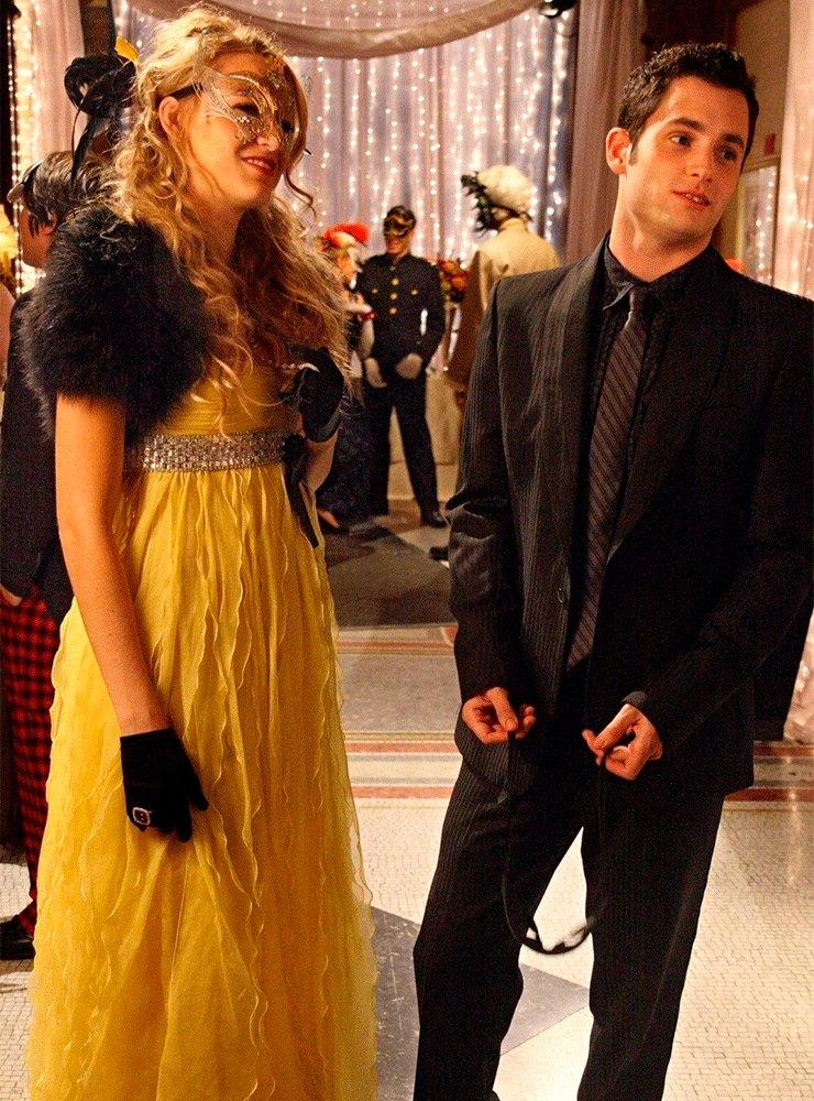 Платье: Valentino Spring 2007, маска: Gattina Oro