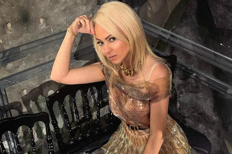Яна Рудковская похвасталась стройными ногами наотдыхе вМонако