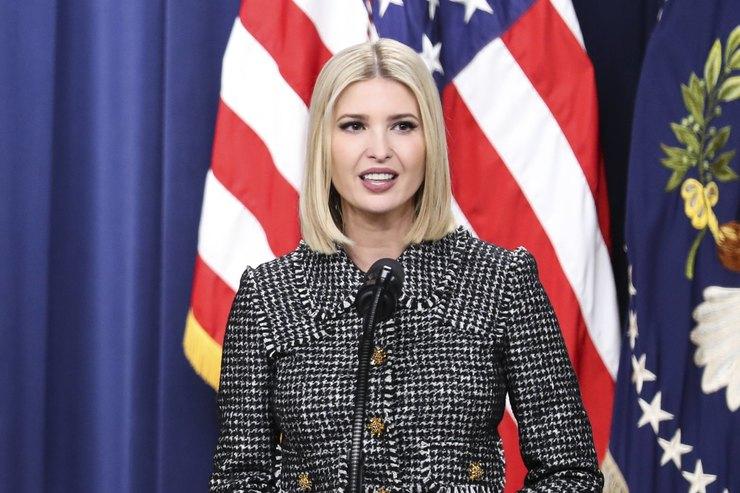 Серый твидовый костюм, как уИванки Трамп, обязан быть вгардеробе каждой бизнес-леди