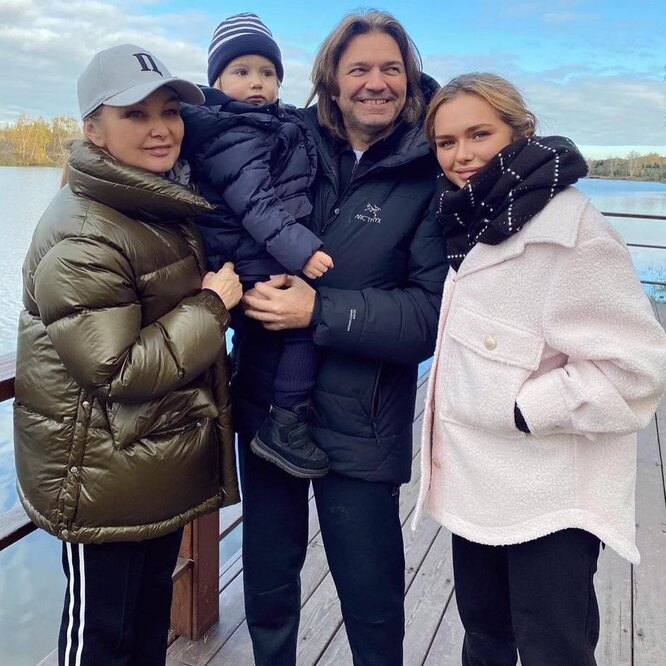 Елена и Дмитрий Маликовы с детьми