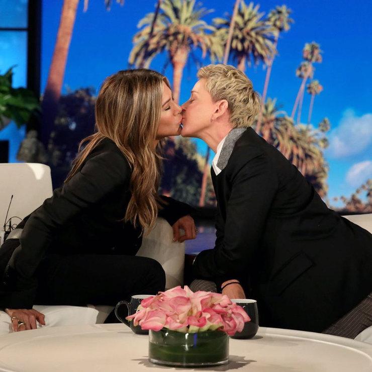 Дженнифер Энистон впервые поцеловалась сженщиной