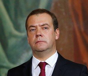 Статус свободен? Дмитрия Медведева заметили без обручального кольца