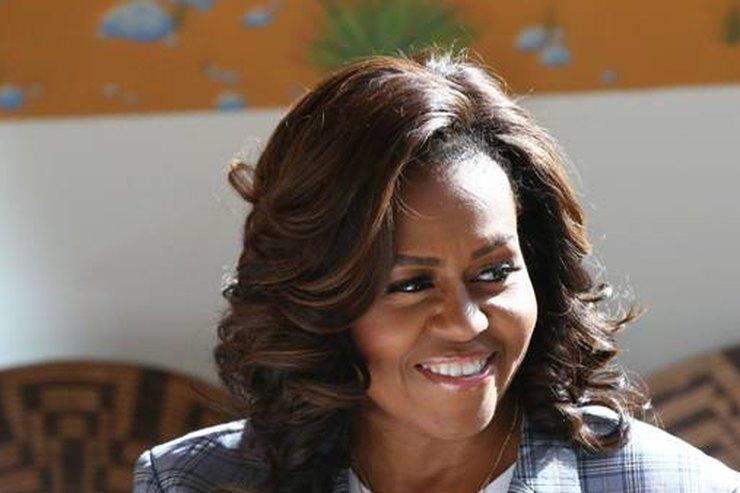 Мишель Обама вкоротком топе илегинсах показала стройную фигуру