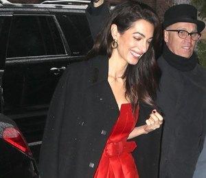 Амаль Клуни в красном комбинезоне приехала на вечеринку к Меган Маркл