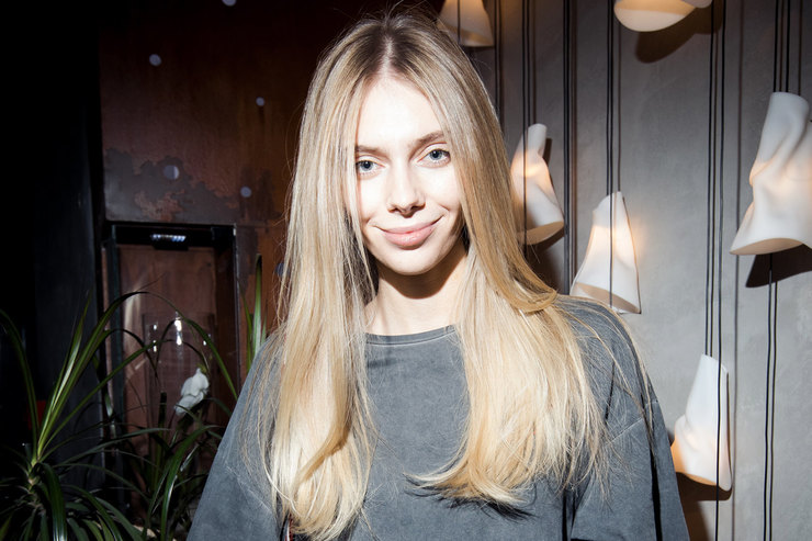 Ясмина Муратович напрезентации косметики дляволос Nashi Argan