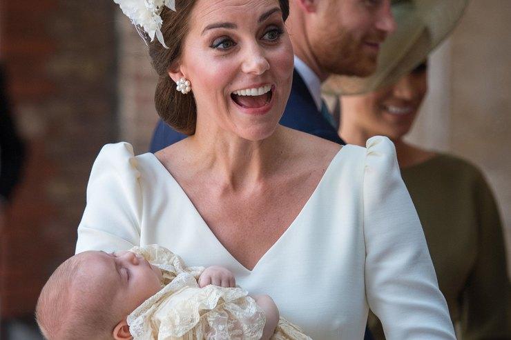 Стилист королевы раскрыла секрет крестильного платья детей Кейт Миддлтон