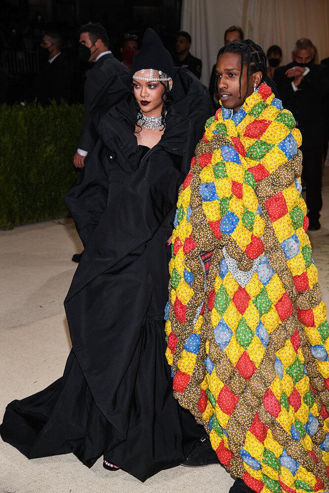 Рианна иA$AP Rocky (оба в Balenciaga Couture) на Met Gala 2021
