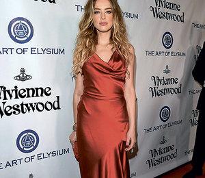 Звездный тренд: красные платья