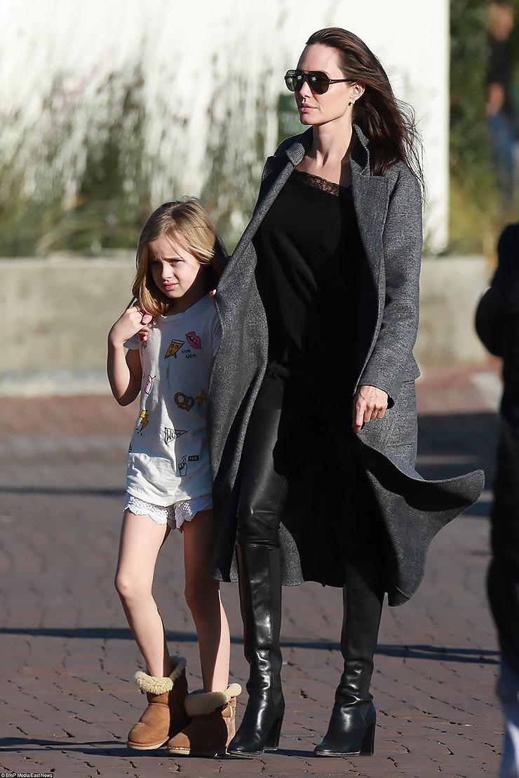 Анджелина Джоли сдетьми