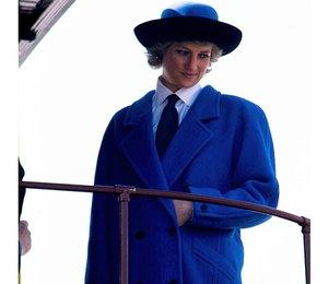 Королевский синий: пальто в любимом цвете принцессы Дианы и Кейт Миддлтон