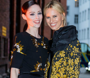 Каролина Куркова и Коко Роша позировали в парных образах на Неделе моды