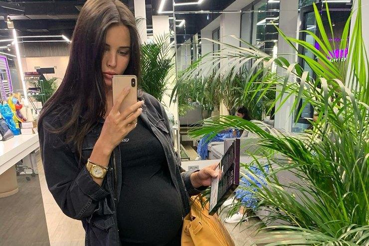 Анастасия Решетова показала свои лучшие «беременные аутфиты»