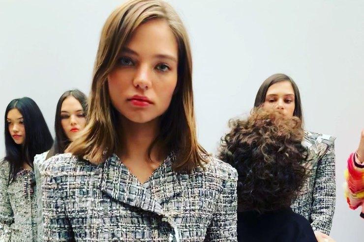 Алеся Кафельникова впервые приняла участие впоказе Chanel
