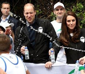 Кейт Миддлтон и принца Уильяма окатили водой на глазах у изумленной публики
